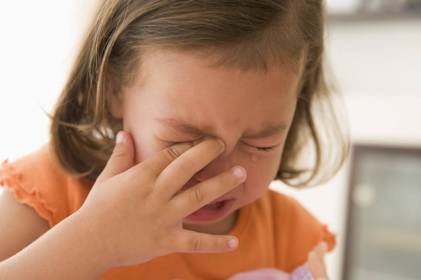 клипы онлайн малыш часто трет глазки орешки