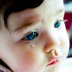 Глазные заболевания у детей могут быть как врожденными, так и приобретенными