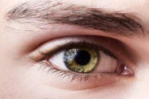 Пятно на роговице глаза