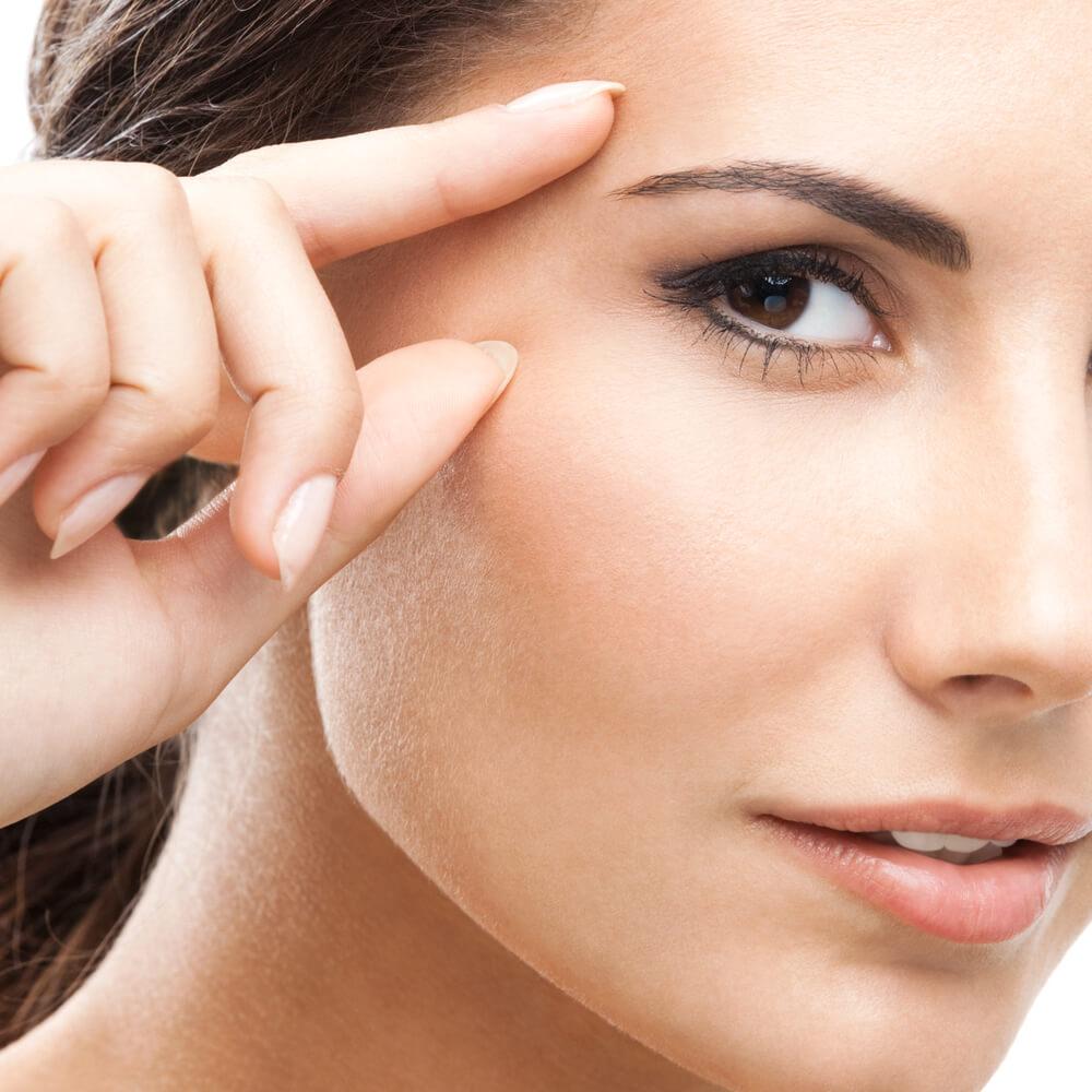 Уход за кожей вокруг глаз после 40 лет: сравнение лучших кремов