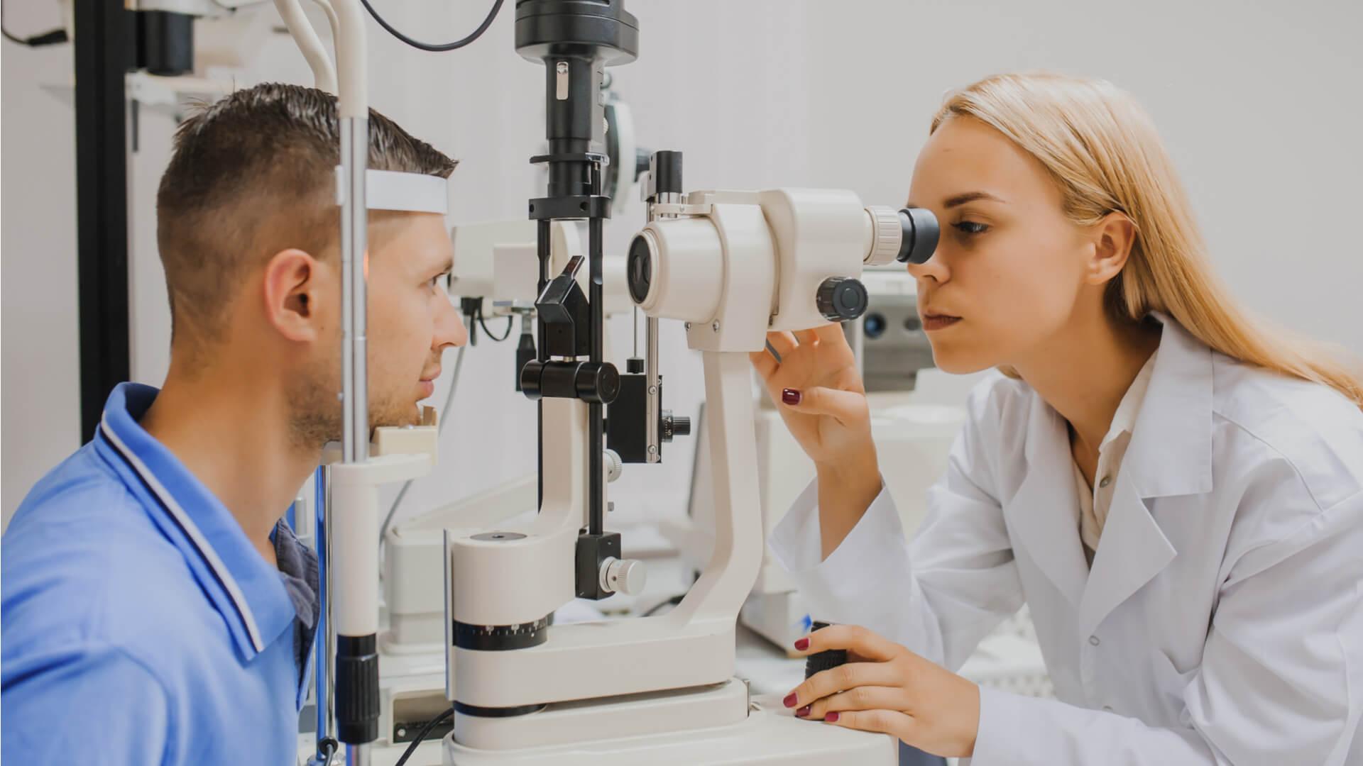 Что представляет собой биомикроскопия сред глаза, особенности проведения, показания