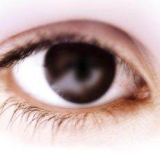 Острый приступ глаукомы  вызывает сильные головные боли и нарушение остроты зрения