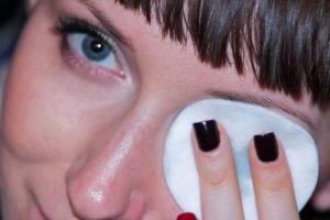 Оперативное лечение катаракты глаза