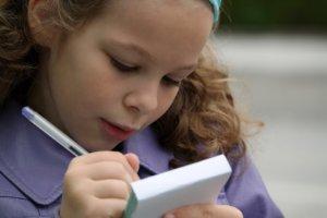 Рекомендации о том, как правильно научить ребенка читать в домашних условиях с наименьшим риском ухудшения зрения