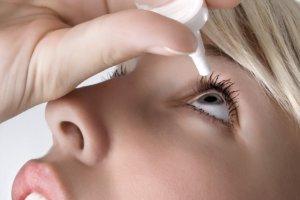 От чего слезятся глаза и как лечить