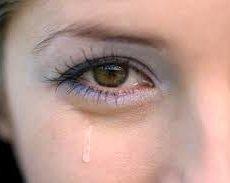 Причин повышенной слезоточивости достаточно много