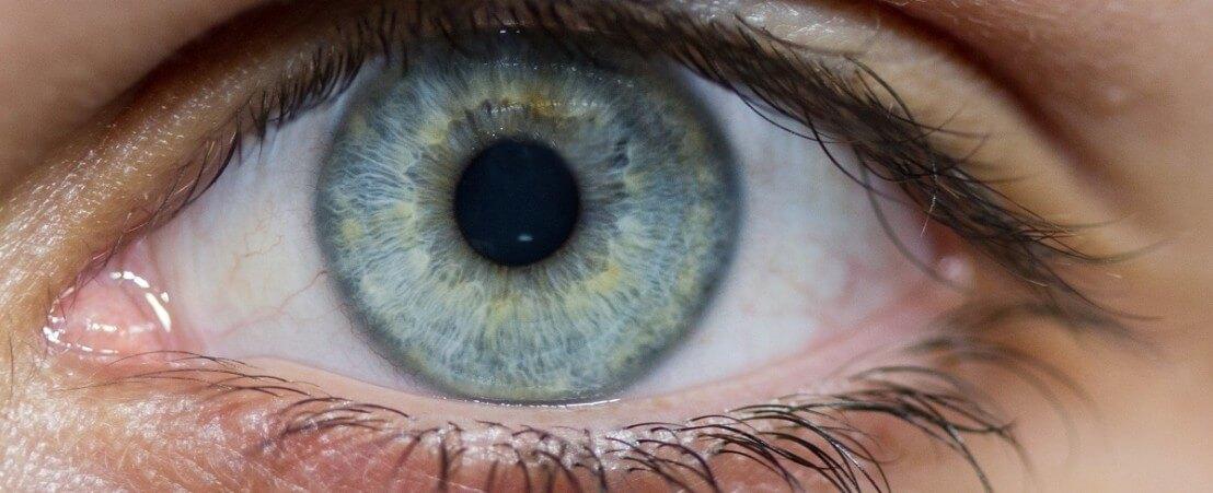 Коррекция зрения при дальнозоркости — просто и безопасно