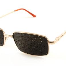 Перфорированные очки могут быть разной формы и размеров, на фото приведен один из вариантов