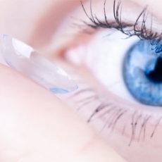 Контактная коррекция – относительно современный способ, но он подходит не всем, поэтому офтальмолог помогает пациентам выбрать оптимальный метод устранения проблем со зрением в индивидуальном порядке