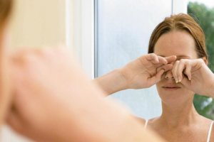 Желтые пятна перед глазами – опасно ли это и почему они появляются