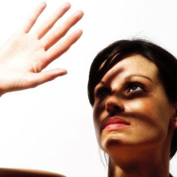 Повышенная чувствительность глаз к свету: возможные причины и методы лечения