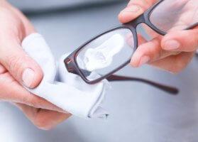 Чем чистить очки