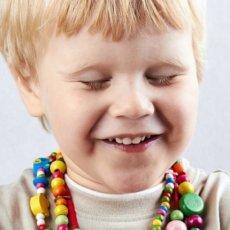 Почему ребёнок часто моргает глазами, что это значит и опасен ли данный симптом