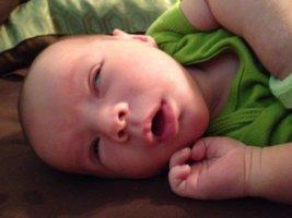 Младенец закатывает глаза