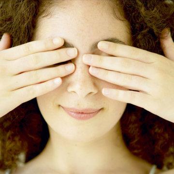 Почему появляются провалы под глазами и как от них избавиться