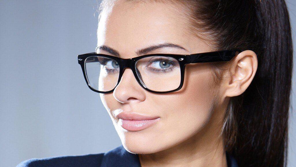 Какие очки для зрения сейчас в моде и как подобрать вариант для себя