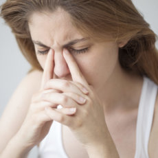 Почему болят глаза после линз и что с этим делать