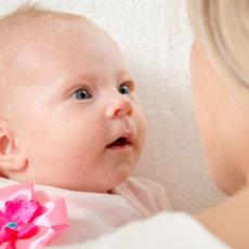 Что видят новорожденные дети и как развивается их зрение до года